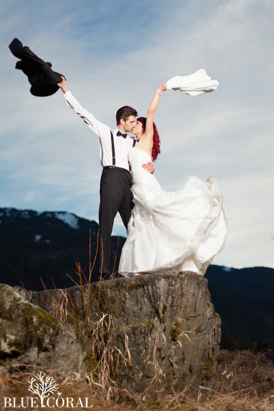 winter outdoor wedding photos-53