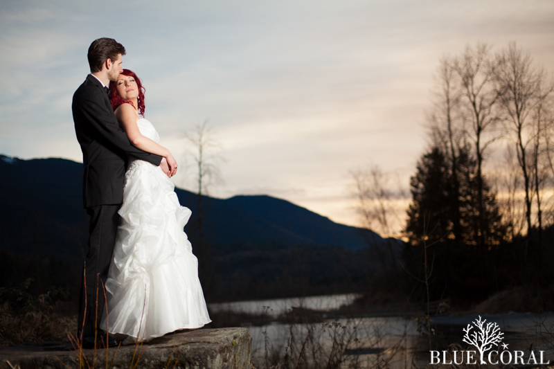 winter outdoor wedding photos-57