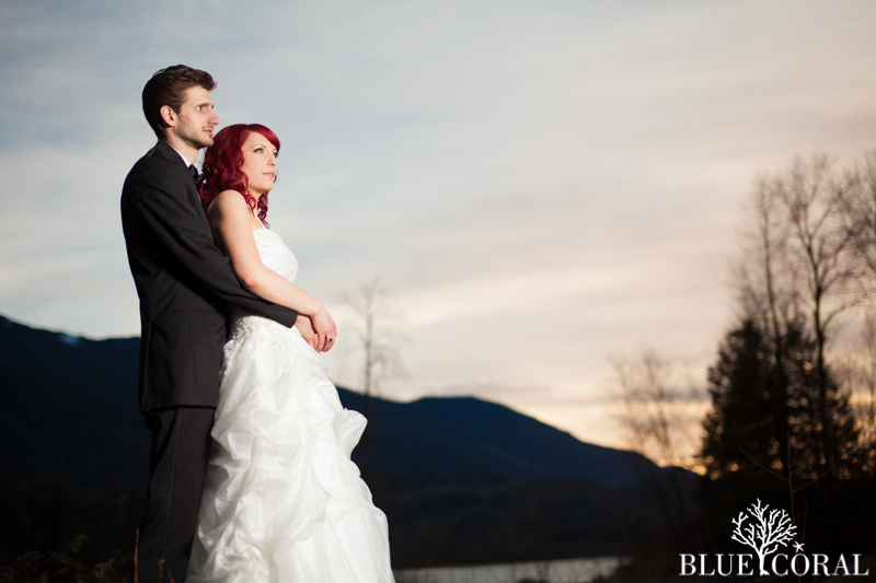 winter outdoor wedding photos-58