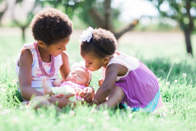 kelowna-grass-field-family-photos-baby