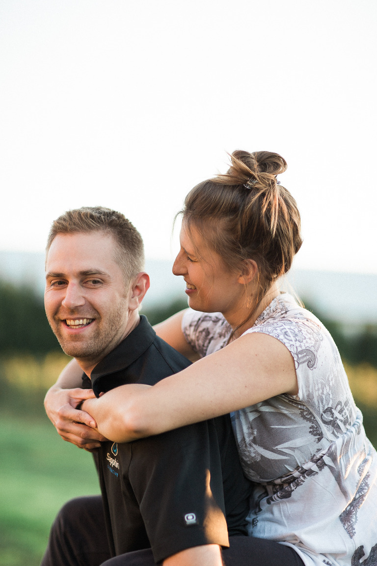 piggyback-engagement-photos-kelowna